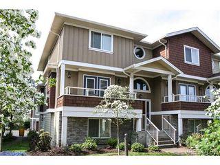 Photo 1: 560 Heatherdale Lane in VICTORIA: SW Royal Oak Row/Townhouse for sale (Saanich West)  : MLS®# 728837