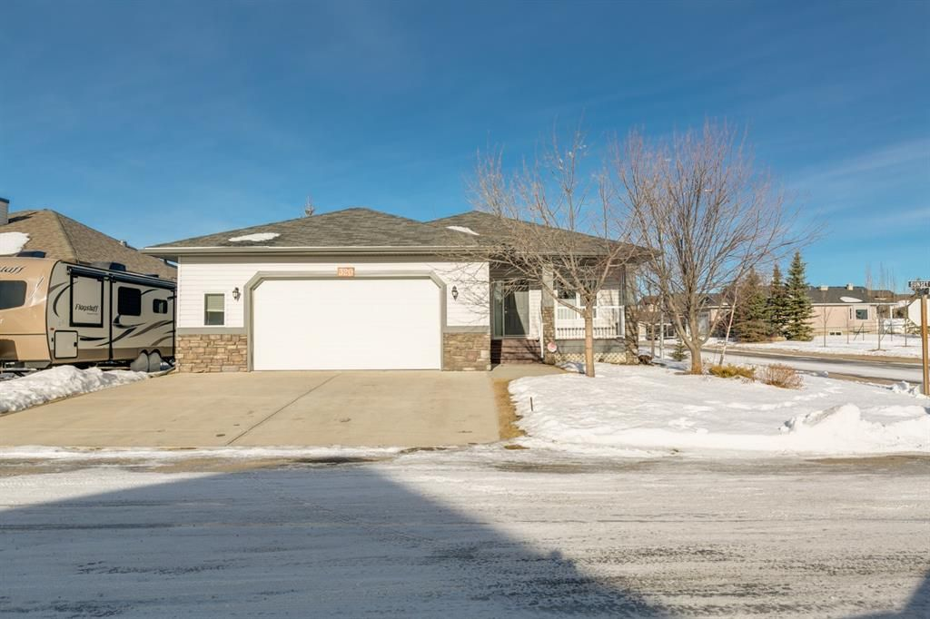 Main Photo: 320 Sunset Way: Crossfield Detached for sale : MLS®# A1061148