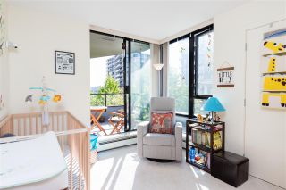"""Photo 17: 403 151 W 2ND Street in North Vancouver: Lower Lonsdale Condo for sale in """"SKY"""" : MLS®# R2389638"""