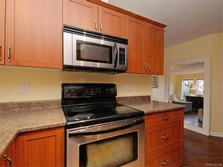 Photo 10: 106 655 Goldstream Ave in VICTORIA: La Fairway Condo for sale (Langford)  : MLS®# 747051