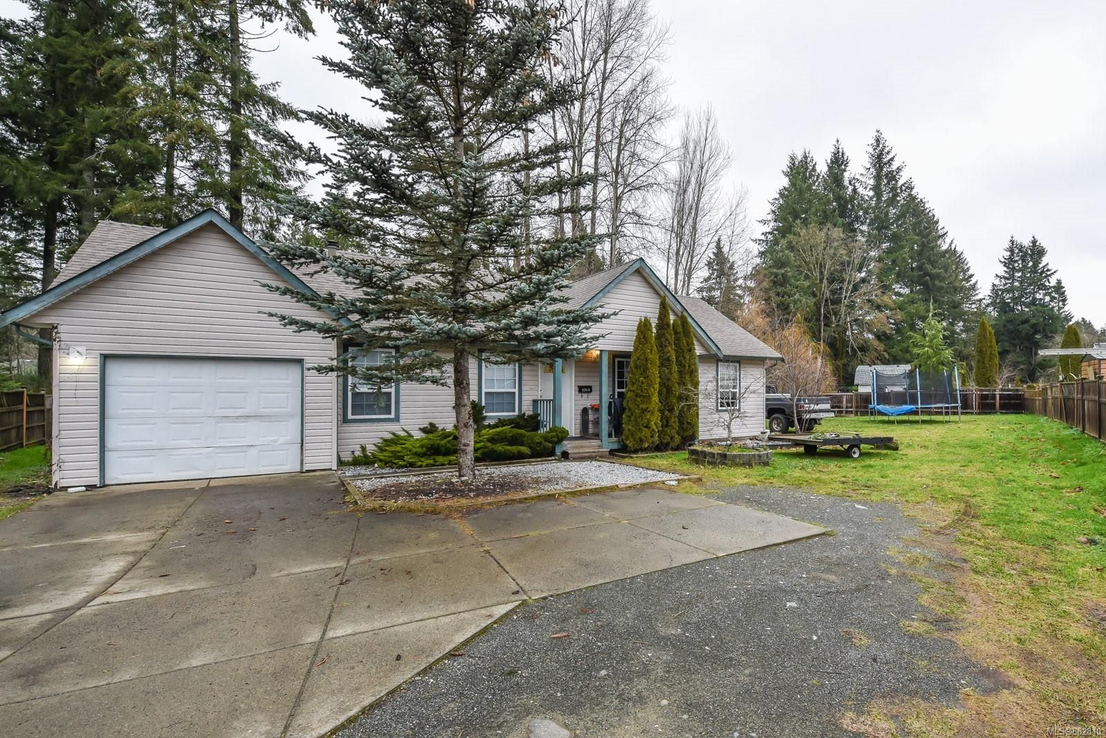 Main Photo: 1749 1st St in : CV Courtenay City House for sale (Comox Valley)  : MLS®# 862810