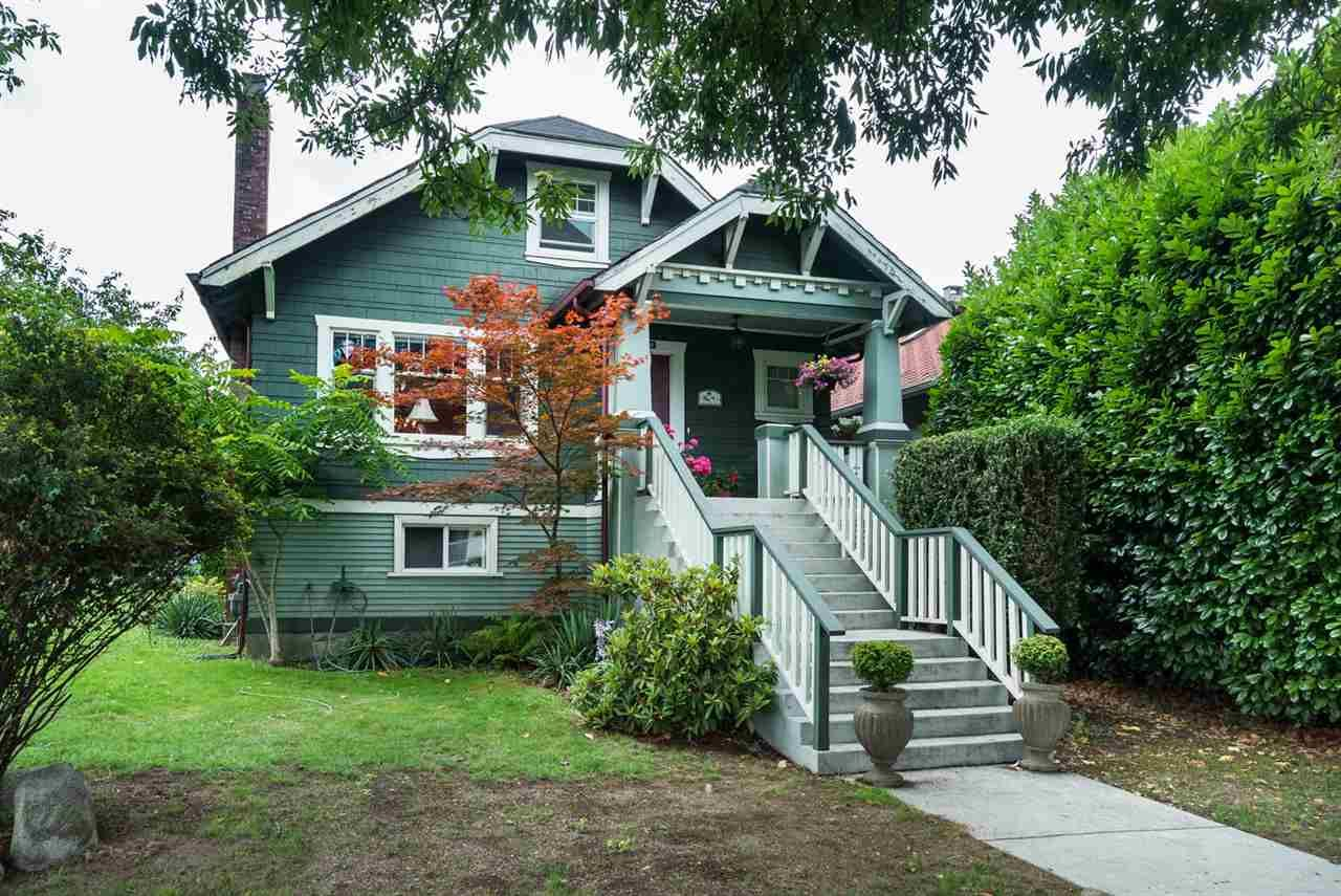 """Main Photo: 2366 GRANT Street in Vancouver: Grandview VE House for sale in """"GRANDVIEW/COMMERCIAL DRIVE"""" (Vancouver East)  : MLS®# R2089719"""