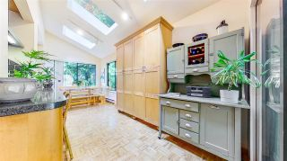 """Photo 7: 3806 GARDEN GROVE Drive in Burnaby: Greentree Village House for sale in """"Greentree Village"""" (Burnaby South)  : MLS®# R2582990"""