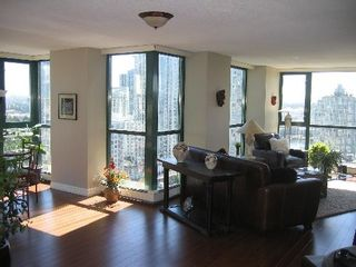 """Photo 5: 2005 289 DRAKE Street in Vancouver: Downtown VW Condo for sale in """"PARKVIEW TOWER"""" (Vancouver West)  : MLS®# V661632"""