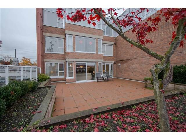 Main Photo: 206 2103 W 45th Avenue in Vancouver: Kerrisdale Condo for sale (Vancouver West)  : MLS®# V1035439