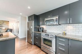 """Photo 5: 905 125 MILROSS Avenue in Vancouver: Mount Pleasant VE Condo for sale in """"CREEKSIDE"""" (Vancouver East)  : MLS®# R2218297"""