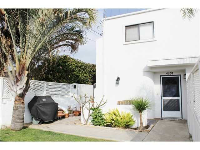 Main Photo: PACIFIC BEACH Townhouse for sale : 3 bedrooms : 4257 Gresham Street in San Diego