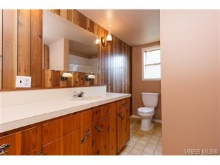 Photo 10: 994 McBriar Ave in VICTORIA: SE Lake Hill House for sale (Saanich East)  : MLS®# 707722