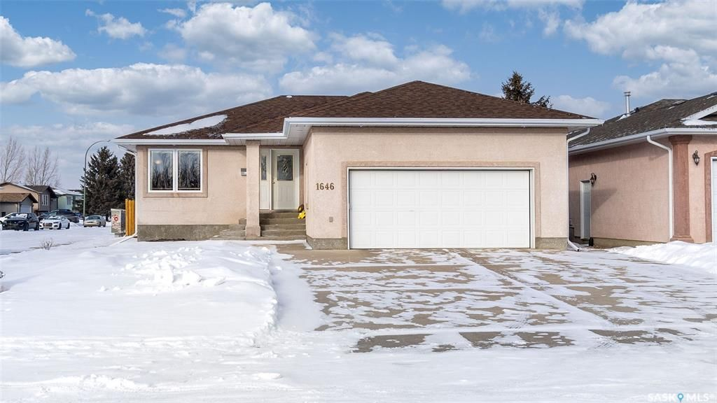 Main Photo: 1646 Spadina Drive in Moose Jaw: Westmount/Elsom Residential for sale : MLS®# SK840502