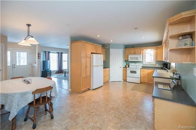Photo 7: Photos: 16 ORIS Street in Elie: RM of Cartier Residential for sale (R10)  : MLS®# 1800701