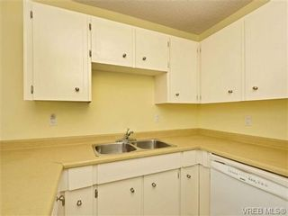 Photo 7: 308 1525 Hillside Ave in VICTORIA: Vi Oaklands Condo for sale (Victoria)  : MLS®# 707337