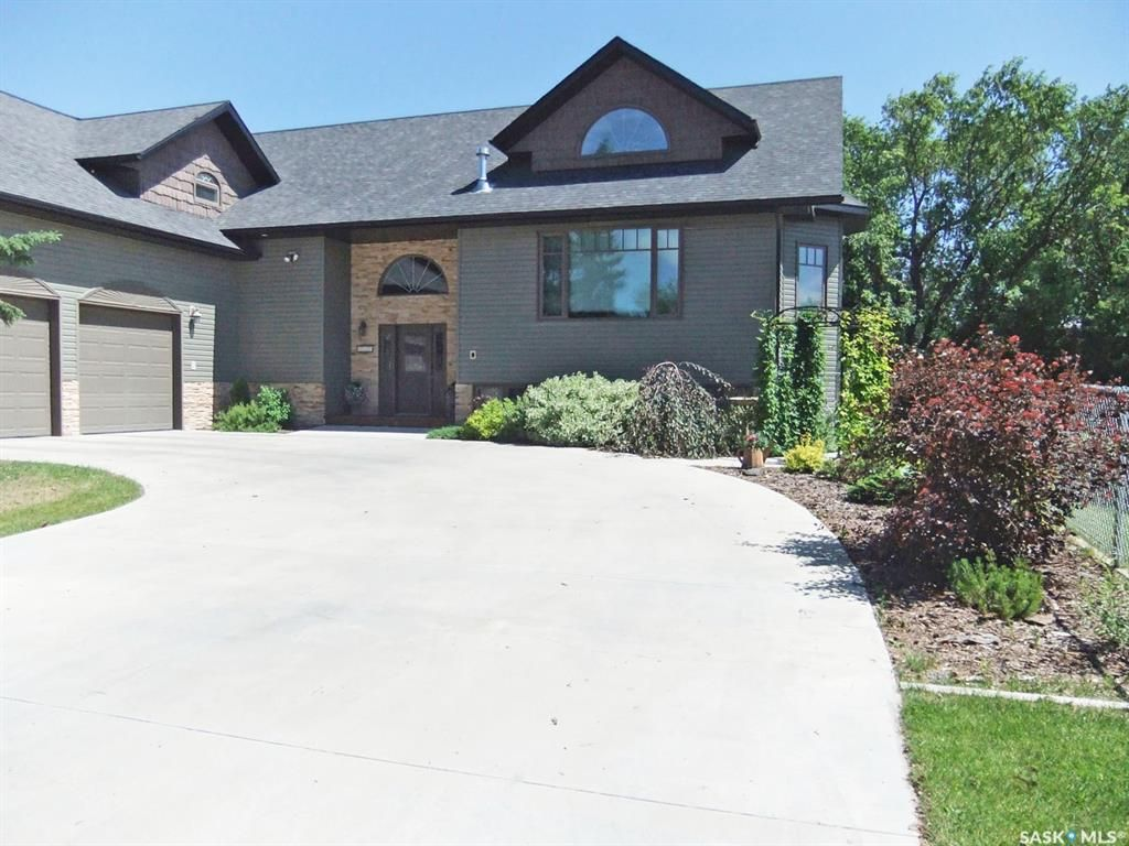 Main Photo: 717 3rd Avenue West in Meadow Lake: Residential for sale : MLS®# SK864351