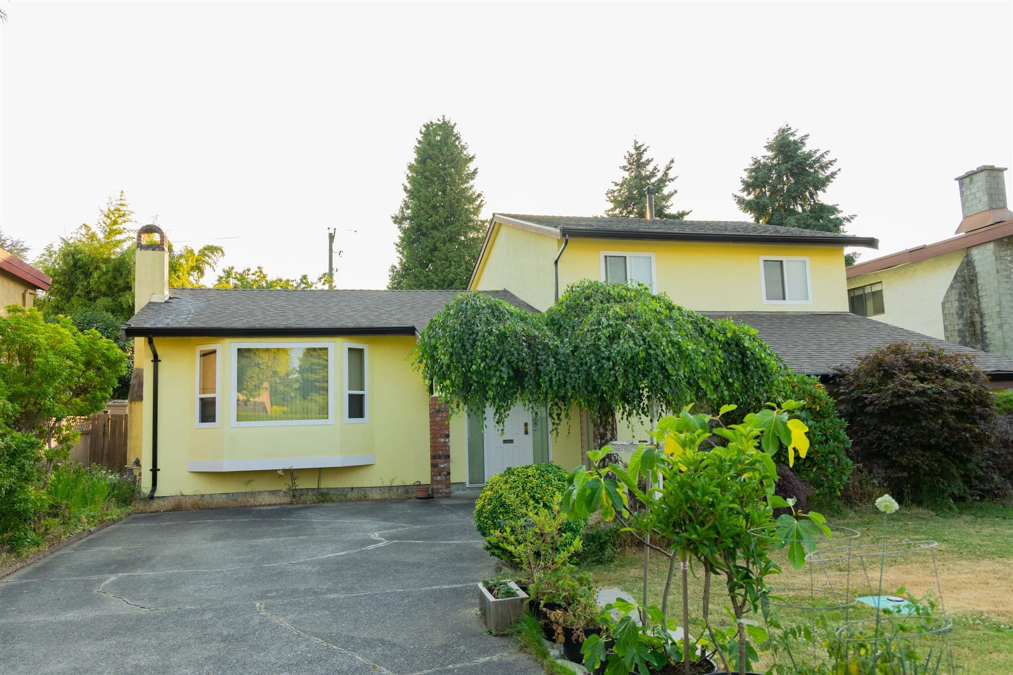 Main Photo: 10271 THIRLMERE Drive in Richmond: Broadmoor House for sale : MLS®# R2602769