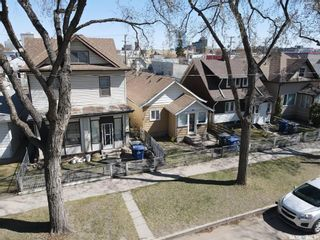 Photo 1: 216 E Avenue South in Saskatoon: Riversdale Residential for sale : MLS®# SK859140