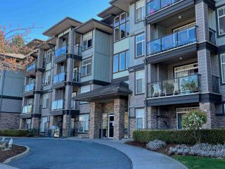 Photo 1: 409 33338 MAYFAIR Avenue in Abbotsford: Central Abbotsford Condo for sale : MLS®# R2566506
