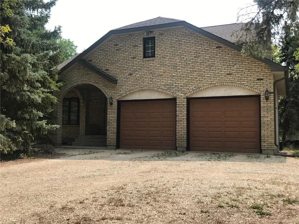 Main Photo: 586 Forbes Road in Winnipeg: South St Vital Residential for sale (2M)  : MLS®# 202120539