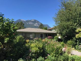 Photo 3: 37963 FOURTH Avenue in Squamish: Downtown SQ House for sale : MLS®# R2496997