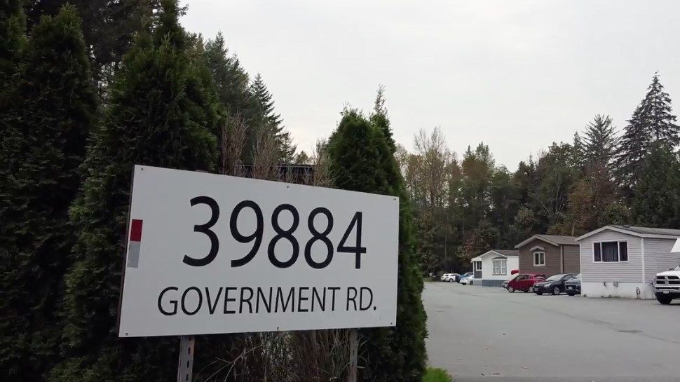 Main Photo: 39884 GOVERNMENT Road in Squamish: Northyards Business with Property for sale : MLS®# C8034617
