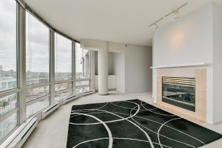 """Photo 10: 2002 1500 HORNBY Street in Vancouver: Yaletown Condo for sale in """"888 BEACH"""" (Vancouver West)  : MLS®# R2461920"""