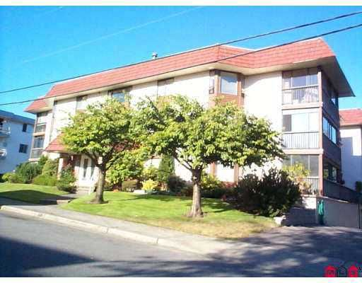 "Main Photo: 106 1458 BLACKWOOD ST: White Rock Condo for sale in ""Champlain Manor"" (South Surrey White Rock)  : MLS®# F2507532"