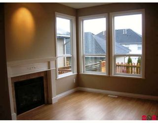 """Photo 2: 7021 180TH Street in Surrey: Cloverdale BC Townhouse for sale in """"PROVINCETON"""" (Cloverdale)  : MLS®# F2730643"""