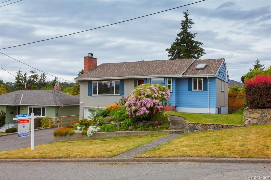 Main Photo: 1074 Londonderry Rd in Saanich: SE Lake Hill House for sale (Saanich East)  : MLS®# 841923
