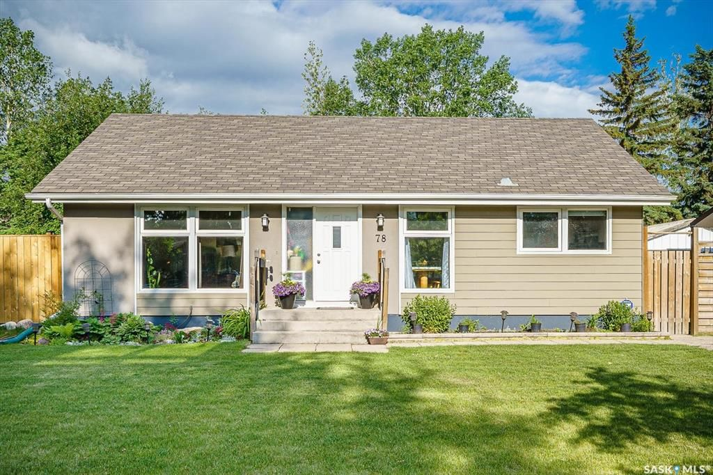 Main Photo: 78 Spinks Drive in Saskatoon: West College Park Residential for sale : MLS®# SK861049