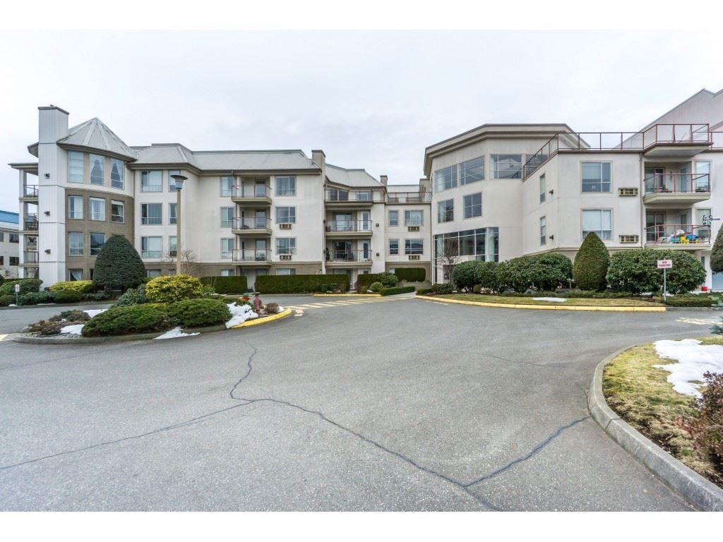 "Main Photo: 412 2626 COUNTESS Street in Abbotsford: Abbotsford West Condo for sale in ""Wedgewood"" : MLS®# R2346740"