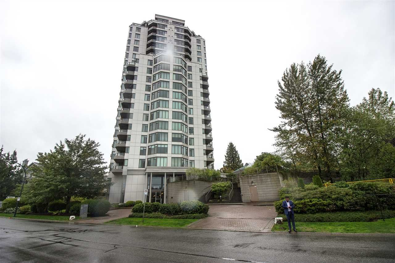 "Main Photo: 806 13880 101 Avenue in Surrey: Whalley Condo for sale in ""Odyssey Tower"" (North Surrey)  : MLS®# R2407488"