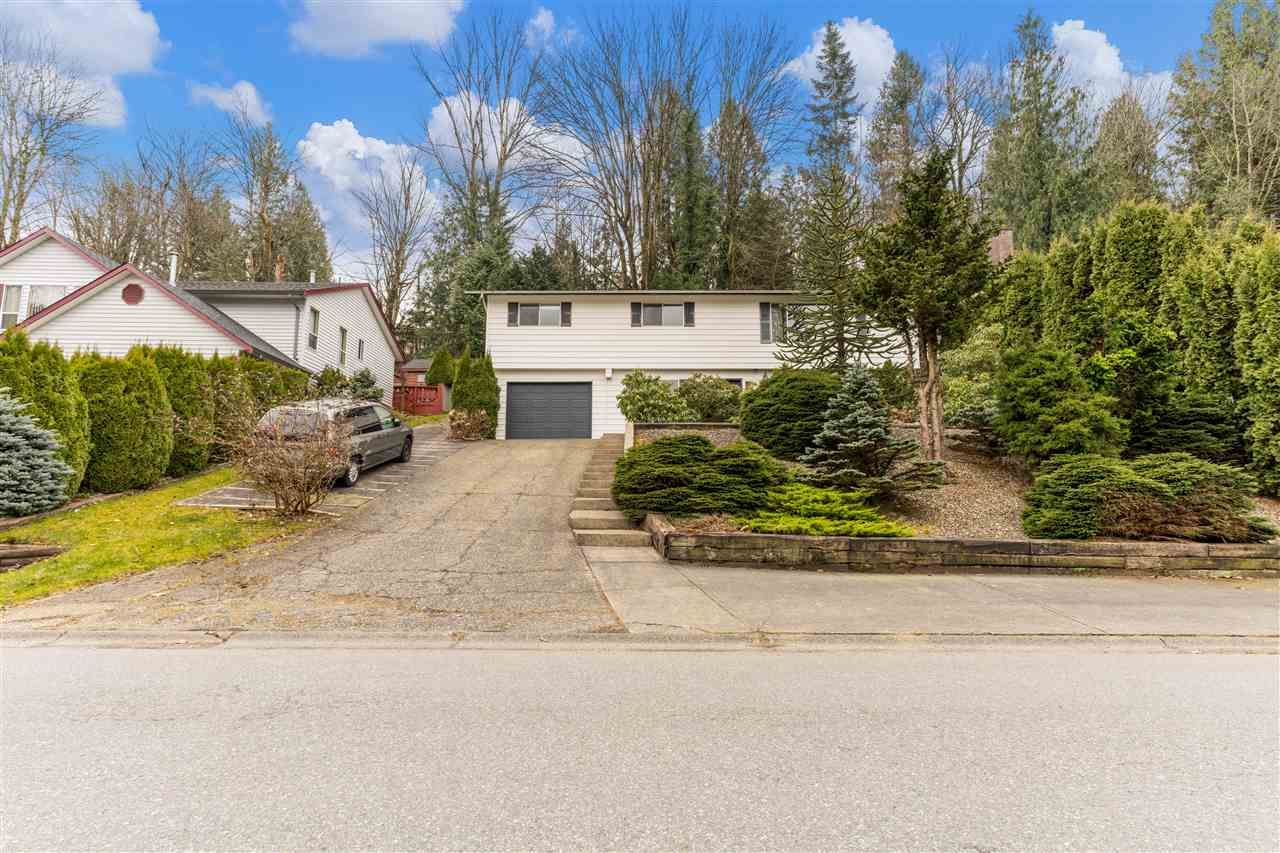 """Main Photo: 2493 CAMERON Crescent in Abbotsford: Abbotsford East House for sale in """"McMillan"""" : MLS®# R2549237"""