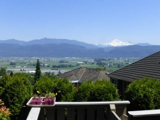 "Photo 3: 35829 REGAL Parkway in Abbotsford: Abbotsford East House for sale in ""Sumas Mountain"" : MLS®# R2227872"