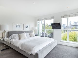 """Photo 19: 407 1551 MARINER Walk in Vancouver: False Creek Condo for sale in """"LAGOONS"""" (Vancouver West)  : MLS®# R2383720"""