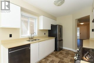Photo 5: 23 SOVEREIGN AVENUE in Ottawa: House for sale : MLS®# 1261869