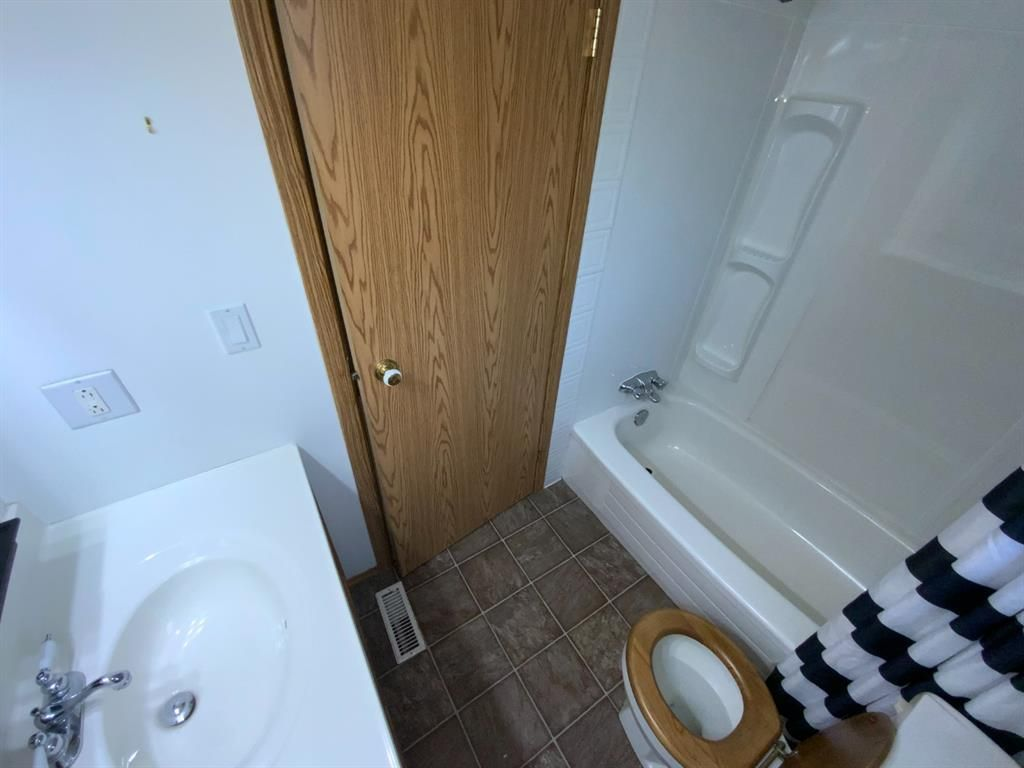 Photo 17: Photos: 290 Cornett Drive: Red Deer Row/Townhouse for sale : MLS®# A1132891