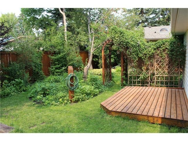 Photo 3: Photos: 3235 BEARSPAW Drive NW in Calgary: Brentwood House for sale : MLS®# C4053650