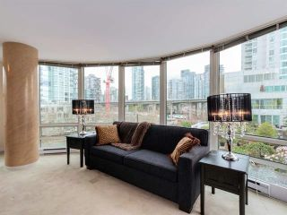 """Photo 9: 808 1500 HORNBY Street in Vancouver: Yaletown Condo for sale in """"888 BEACH"""" (Vancouver West)  : MLS®# R2065574"""