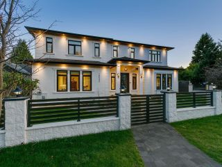 Main Photo: 15632 THRIFT Avenue: White Rock House for sale (South Surrey White Rock)  : MLS®# R2601451