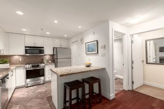 """Photo 11: 1409 W 7TH Avenue in Vancouver: Fairview VW Townhouse for sale in """"Sienna @ Portico"""" (Vancouver West)  : MLS®# R2615032"""