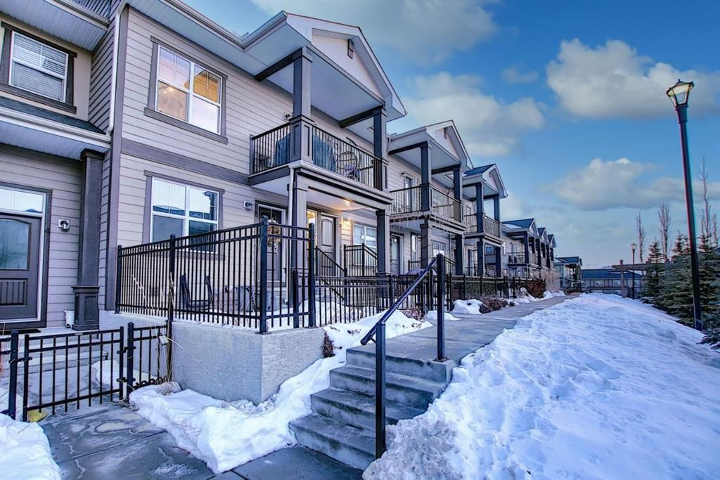 Main Photo: 8 Evanscrest Gardens NW in Calgary: Evanston Row/Townhouse for sale : MLS®# A1058605