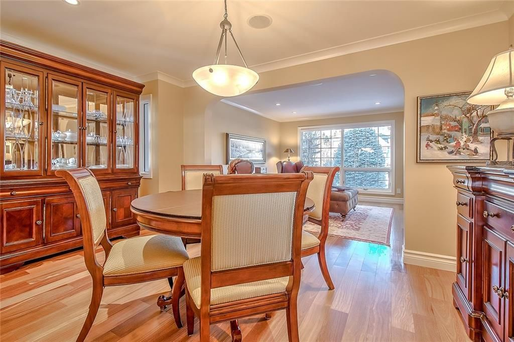 Photo 6: Photos: 153 SIGNATURE Close SW in Calgary: Signal Hill Detached for sale : MLS®# C4283177