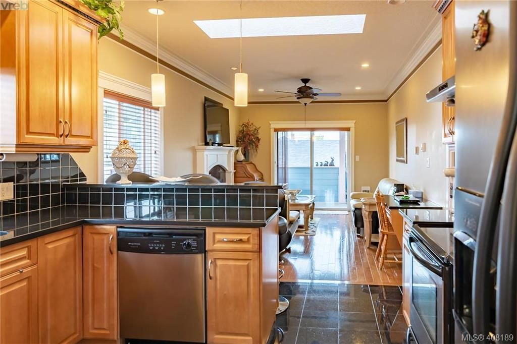 Photo 4: Photos: 248 Crease Ave in VICTORIA: SW Tillicum House for sale (Saanich West)  : MLS®# 811194