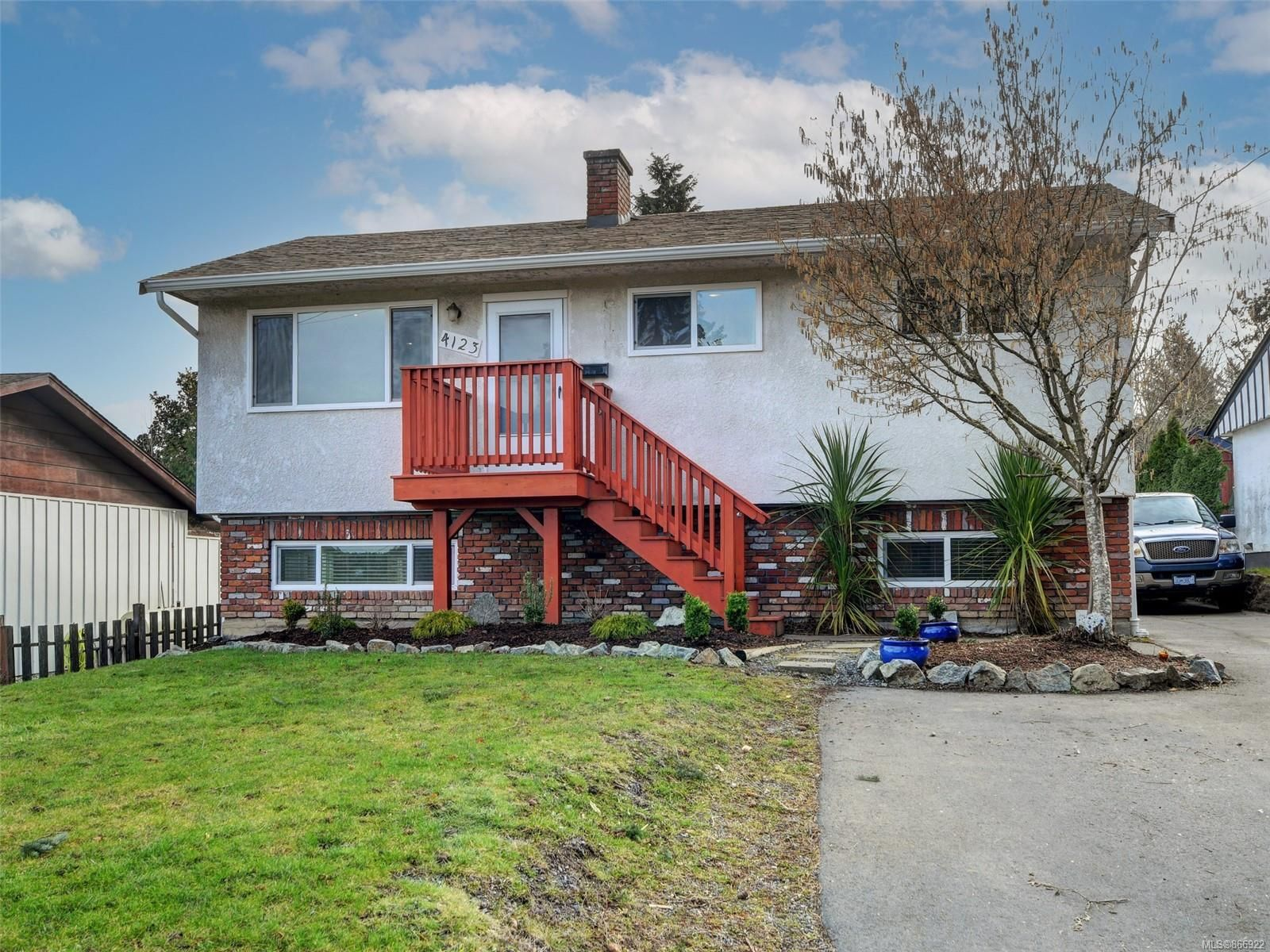 Main Photo: 4123 Holland Ave in : SW Strawberry Vale House for sale (Saanich West)  : MLS®# 866922