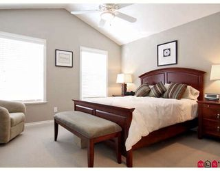 """Photo 7: 6918 179A Street in Surrey: Cloverdale BC Townhouse for sale in """"THE TERRACES AT PROVINCETON"""" (Cloverdale)  : MLS®# F2829713"""