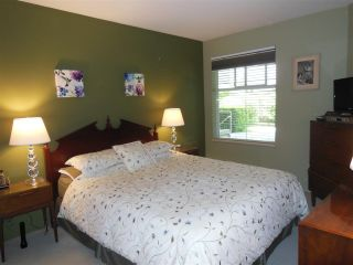 """Photo 11: 309 1000 BOWRON Court in North Vancouver: Roche Point Condo for sale in """"Parkway Terrace"""" : MLS®# R2178474"""