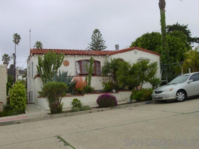 Main Photo: OCEAN BEACH House for sale : 6 bedrooms : 4542 Bermuda Avenue in san diego