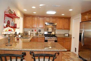 Photo 2: SOUTH ESCONDIDO House for sale : 4 bedrooms : 1633 Kenora Dr in Escondido