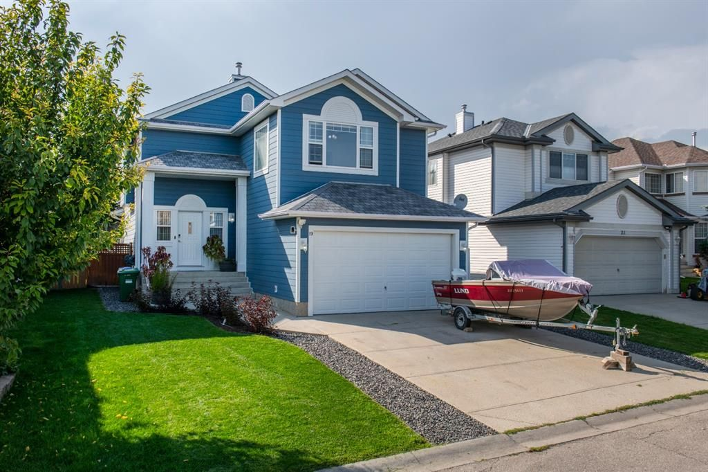 Main Photo: 19 Millview Way SW in Calgary: Millrise Detached for sale : MLS®# A1142853