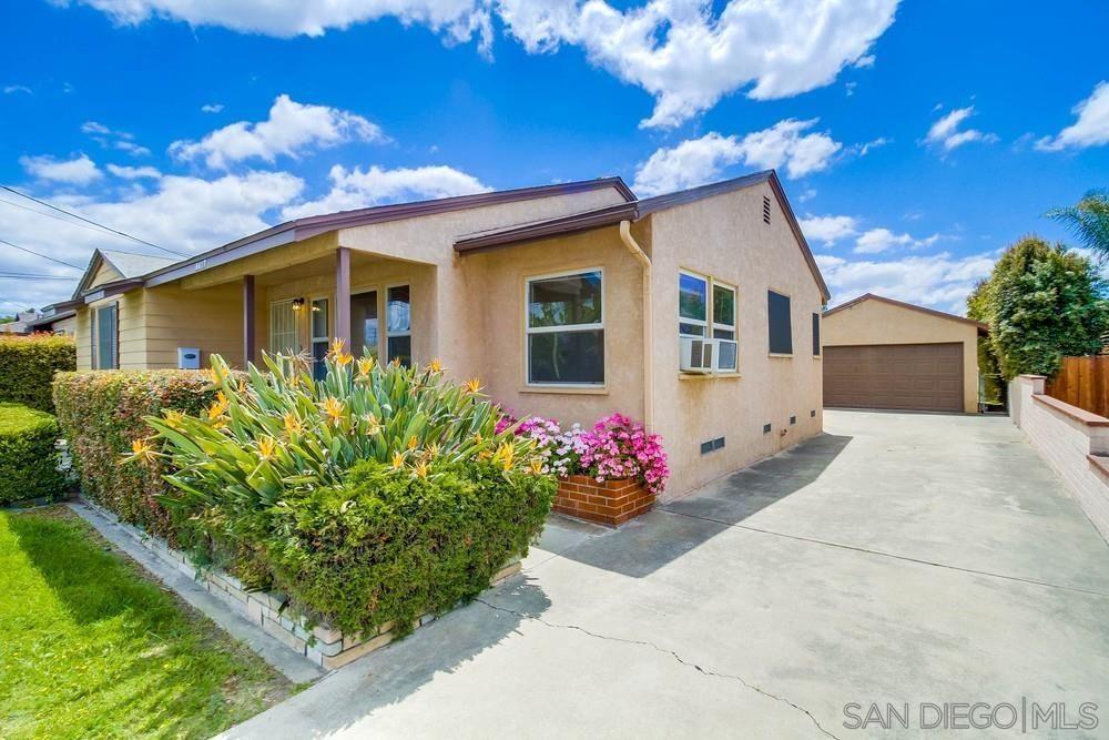 Main Photo: LA MESA House for sale : 3 bedrooms : 8417 Denton St