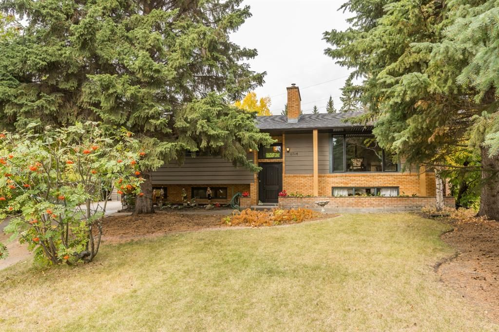 Main Photo: 6714 Leaside Drive SW in Calgary: Lakeview Detached for sale : MLS®# A1105048