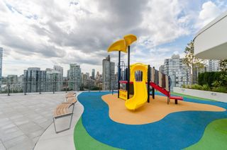"Photo 16: 1028 68 SMITHE Street in Vancouver: Yaletown Condo for sale in ""ONE PACIFIC"" (Vancouver West)  : MLS®# R2137913"